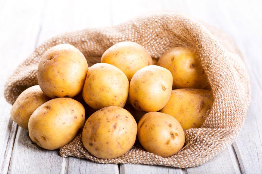 Cât de periculoși pot să devină cartofii ținuți în anumite condiții?