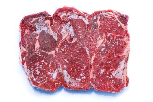 Crezi ca stii cum sa decongelezi carnea in mod corect? Un om de stiinta ne arata cel mai usor mod de a dezgheta orice mancare