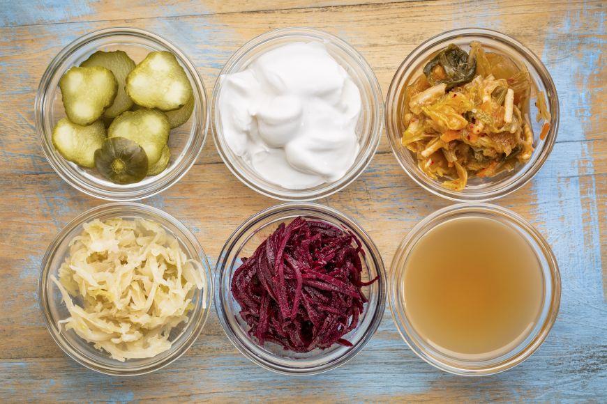 Beneficiile alimentelor fermentate. De la simplele muraturi la kombucha