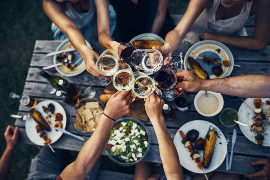 Tips & tricks: Cum sa racesti o sticla de vin in doar 10 minute