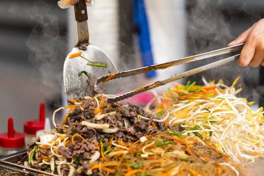 Singurul local de street food din Bangkok inclus in ghidul Michelin cere sa i se retraga steaua