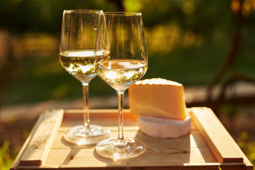 5 stiluri de vin alb cu care sa gatesti
