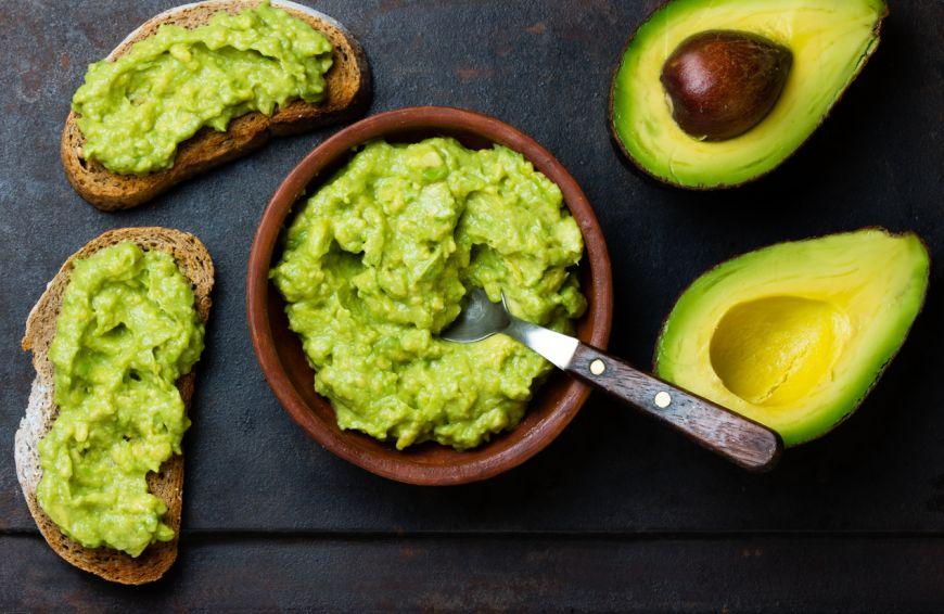 Pasta de avocado cu usturoi, gata in 5 minute