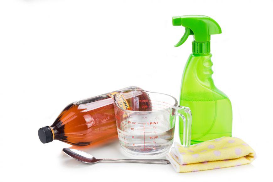 Cum sa-ti prepari propria solutie naturala de curatat bucataria