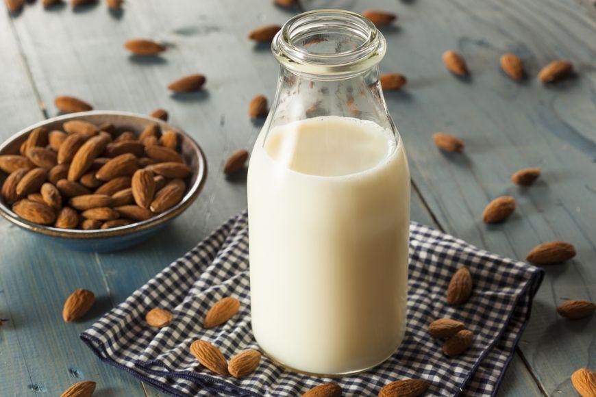 6 lucruri pe care trebuie sa le stii despre laptele de migdale
