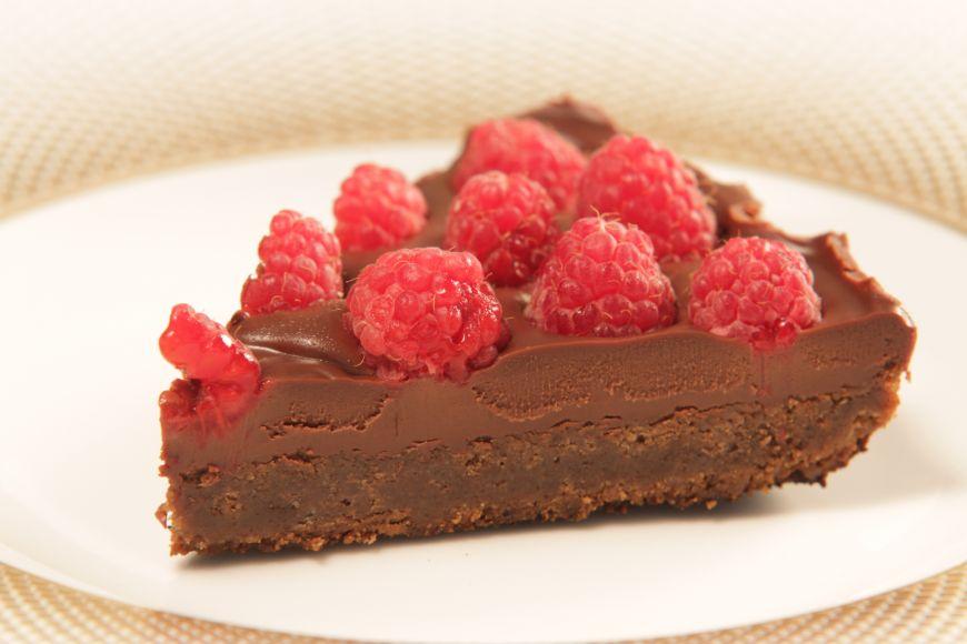 Tartă cu ciocolată și zmeură, o rețetă sănătoasă propusă de Elena Lasconi