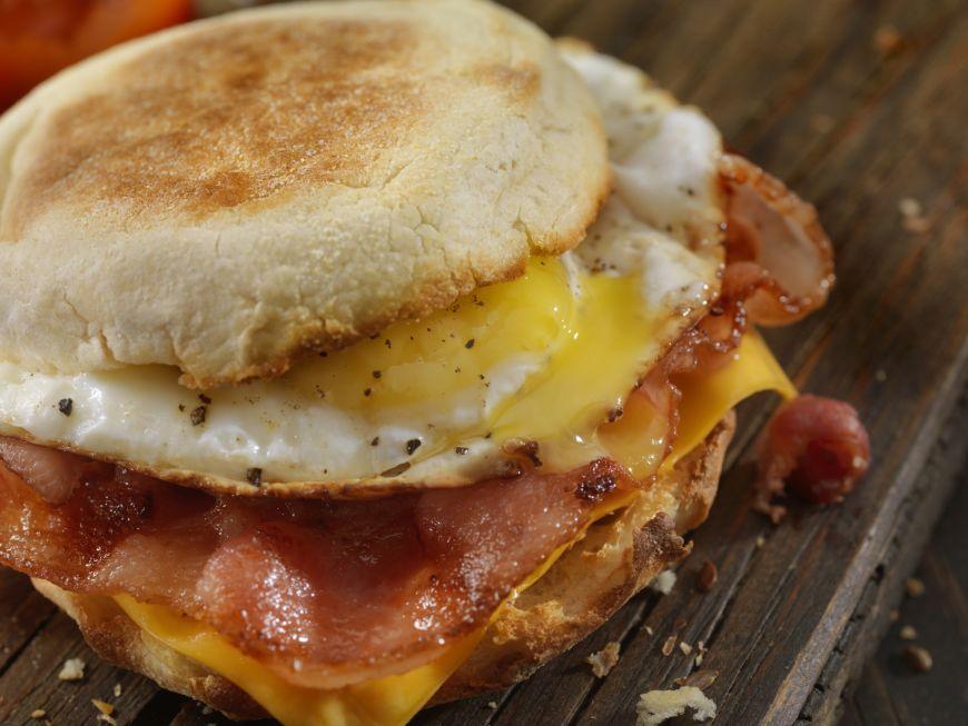 Trei trucuri pentru un sandvis perfect de mic dejun