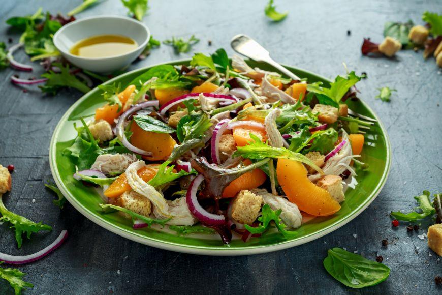 Îți dăm cinci sfaturi pentru a transforma salata într-un preparat mai gustos
