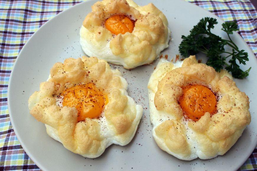 O rețetă perfectă pentru un mic dejun de weekend: norișori de ouă