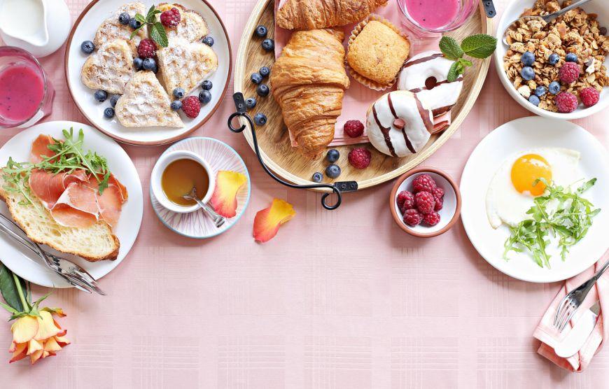 Mic dejun rapid și gustos. Terci de ovăz cu mere și scorțișoară