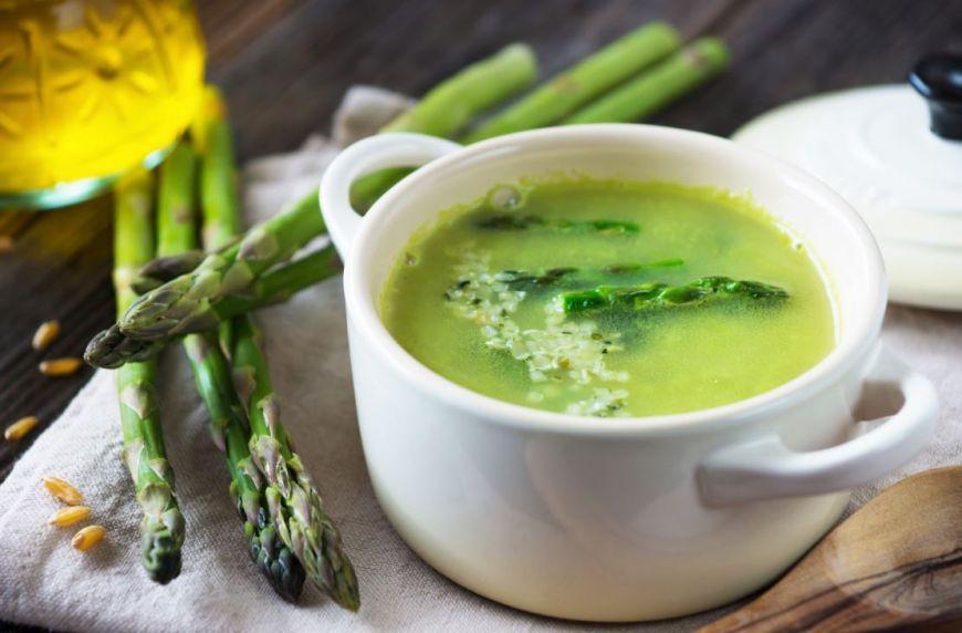 Supa crema de sparanghel – sursa ideala de vitamine într-o zi de vară! Rețeta lui Chef Joseph Hadad