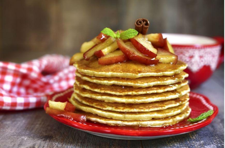ShARE ÎN BUCATE te învață să faci clătite cu chutey de mere