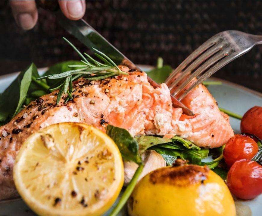 Un nutriționist iți spune, pas cu pas, cum arată mesele unei zile în cadrul unei diete sănătoase