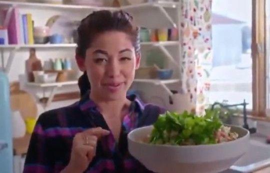 """Salata făcută de un chef american a devenit virală și e considerată """"o crimă împotriva umanității"""""""
