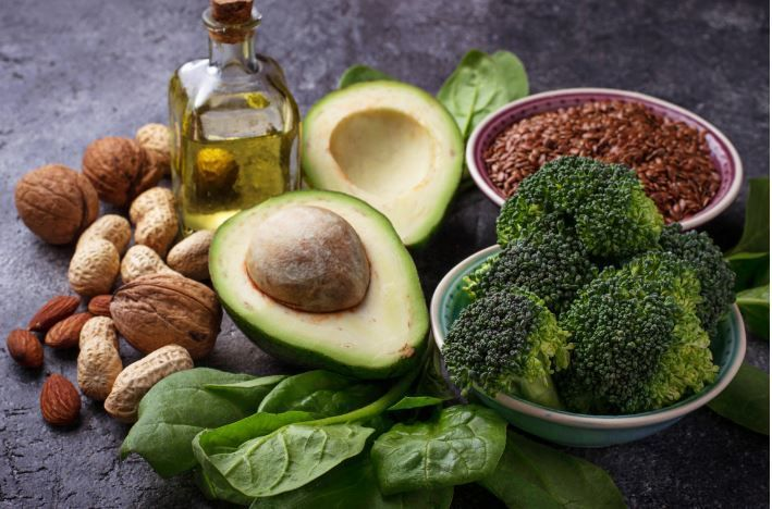 Ce mănâncă oamenii veseli? Alimente care stimulează buna dispoziție