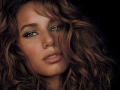 Leona Lewis ar putea interpreta noua piesa Bond