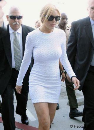 Lindsay Lohan, nervoasa pe camerele video care au surprins-o furand!