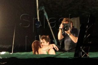 Galerie FOTO! Rob Pattinson si Kristen Stewart au filmat scenele de sex din Twilight noaptea pe plaja!