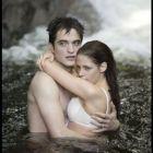 GALERIE FOTO Imagini noi din Twilight: Robert Pattinson pe jumatate gol si Kristen Stewart in sutien