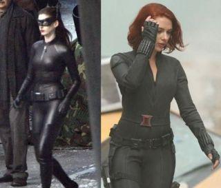 Bataie intre Anne Hathaway si Scarlett Johansson. Cine arata mai bine in rol de super eroina?