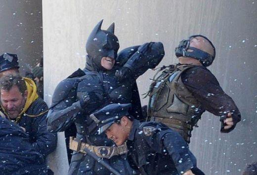 Desi fanii si-ar fi dorit sa vada ultima aventura a lui Batman in format 3D, Nolan nu s-a gandit niciodata la aceasta posibilitate. Regizorul n-a vrut de la bun inceput sa il faca 3D, insa a lucrat intens pentru a-l face in format IMAX.El si-a motivat alegerea spunand ca a vrut ca acest film sa fie la fel de intens, iar fanii sa fie atrasi de poveste mai mult si nu de efecte speciale.