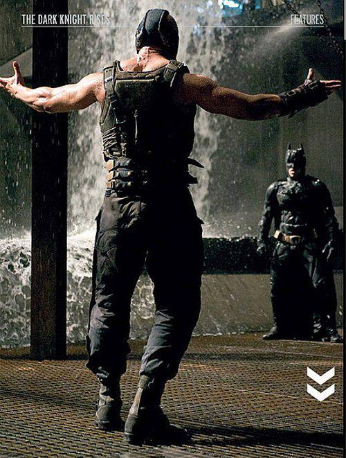 Dupa ce a aparut The Dark Knight, au exista voci care au sustinut ca exista si cateva implicatii politice in film si acuzatii la adresa regimului Bush. Insa, Nolan a dezminit aceste lucruri si a spus ca filmele Batman sunt influentate de cultura moderna, dar nu in mod intentionat sau constient. Asa ca nici acest film nu va avea conotatii politice pe care le-au expus carcotasii.