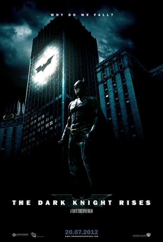 Nolan si-a inceput fiecare film din seria Batman in stilul peliculelor cu James Bond, care au fiecare un moment actiune inainte de inceperea filmului propriu-zis. Daca in Batman Begins, Bruce Wayne avea un vis sumbru, iar in The Dark Knight scena de deschidere este jefuirea unei banci,al treilea va fi deschis cu evadarea lui Bane din mana agentilor CIa, urmata de o urmarire spectaculoasa cu avioane.