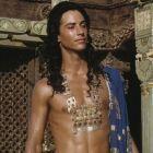 Imaginile in care nici fanii nu-l recunosc. Transformarea uimitoare a lui Keanu Reeves: inainte de Neo a fost Buddha
