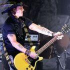 A fost pirat, barbier, vampir si acum devine star rock. Johnny Depp i-a uimit pe toti dupa ce a cantat alaturi de Marilyn Manson. De ce nu l-au recunoscut fanii