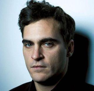 Marea revenire a lui Joaquin Phoenix: unul dintre cei mai buni actori ai generatiei sale se intoarce la actorie cu The Master