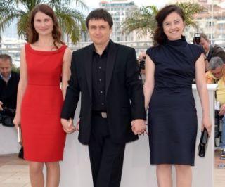 Seara in care romanii au triumfat inca o data la Festivalul de Film de la Cannes:  Dupa dealuri  filmul lui Cristian Mungiu, premiu pentru cel mai bun scenariu si cele mai bune actrite
