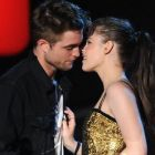 Unul dintre cele mai indragite cupluri de la Hollywood se destrama. Robert Pattinson nu mai are incredere in Kristen Stewart si vrea sa afle adevarul de la  Rupert Sanders