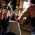 Sylvester Stallone si Jason Momoa se bat cu topoarele intr-o lupta pe viata si pe moarte in noul trailer pentru Bullet to The Head
