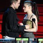Prima imagine cu Kristen Stewart si Robert Pattinson dupa scandalul care i-a patat imaginea actritei: cei doi s-au afisat impreuna inainte de lansarea ultimul film Twilight