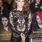 Kristen Stewart: actrita a fost provocatoare si in Londra cu o tinuta ce a facut furori la premiera filmulului Amurg, Zori de Zi - Partea II