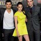 Twilight, nebunia a cuprins Europa: in SUA filmul va face 145 de milioane de $. Ce se intampla cu Kristen Stewart si Robert Pattinson si de ce au schimbat finalul cartilor