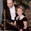 1939: La cea de a 11-a editie a Premiilor Oscar, Walt Disney a primit un Oscar onorific pentru ca a fost cel care a produs primul film animat din istorie, Snow White and the Seven Dwarfs. Cei de la Academie au realizat inca 7 mici statuete care i-au fost inmanate impreuna cu statueta originala.