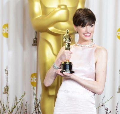 Anne Hathaway a luat primul Oscar din cariera cu rolul pentru care si-a pus in pericol sanatatea: vezi discursul emotionant al actritei
