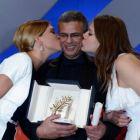Blue is The Warmest Colour, un film tabu despre dragostea dintre doua lesbiene, a triumfat la Cannes. Abdellatif Kechiche a castigat primul Palme d Or din cariera