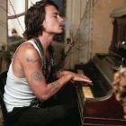 Johnny Depp: cameleonul Hollywood-ului a implinit 50 de ani. Cele mai frumoase momente din viata sa in imagini