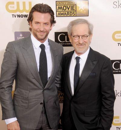 Steven Spielberg renunta la American Sniper, filmul cu Bradley Cooper despre lunetistul care a omorat cei mai multi oameni din istoria armatei americane
