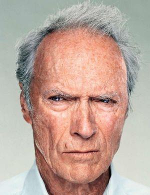 Clint Eastwood il inlocuieste pe Steven Spielberg si va regiza filmul American Sniper, cu Bradley Cooper in rolul celui mai periculos lunetist din istoria militara a SUA