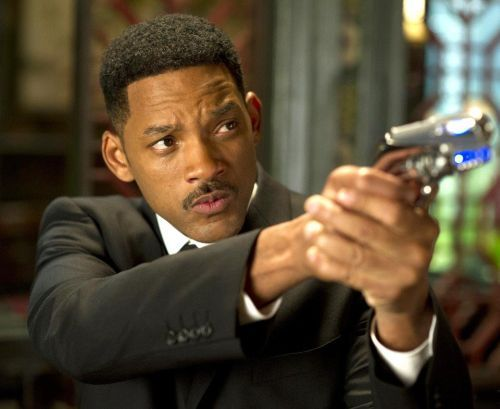 Imagini noi de pe platourile de filmare de la Focus: Will Smith apare in postura unui escroc elegant, pregatit sa dea totul pentru un rol memorabil