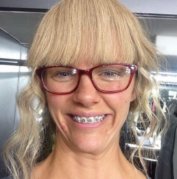 Transformare incredibila. Cine este celebra actrita care a trecut prin aceasta schimbare si cum arata dupa ce isi da jos ochelarii si aparatul dentar