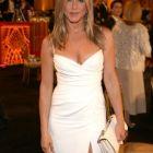Jennifer Aniston dezvaluie cum isi mentine corpul perfect la 45 de ani:  Daca yoga nu ar fi existat, as fi inventat-o eu!