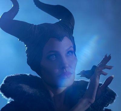 55 de ani pentru personajul care a aruncat o vraja asupra tinerei frumoase din padurea adormita: descopera povestea din spatele povestii in filmul Maleficent