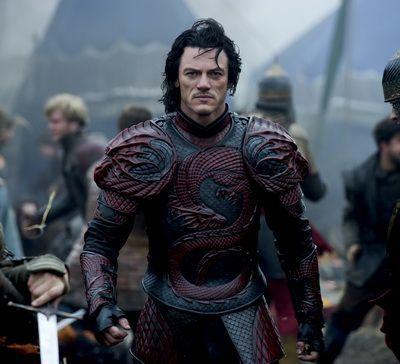 Trailer in romana pentru Dracula Untold, primul film de la Hollywood care spune povestea omului devenit Dracula: Luke Evans este Vlad Tepes