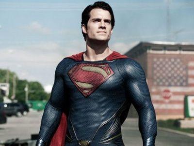 Henry Cavill a acceptat provocarea Ice Bucket Challenge: cum reactioneaza Superman dupa ce isi toarna o galeata cu gheata in cap