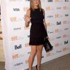 Jennifer Aniston a furat toata atentia, intr-o rochie neagra si scurta, la Toronto. Actrita impresioneaza intr-un rol dramatic si emotionant