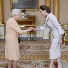 Regina Hollywood-ului, fata in fata cu Regina Marii Britanii: Angelina Jolie a primit titlul onorific  dame , pentru implicarea in actiuni caritabile